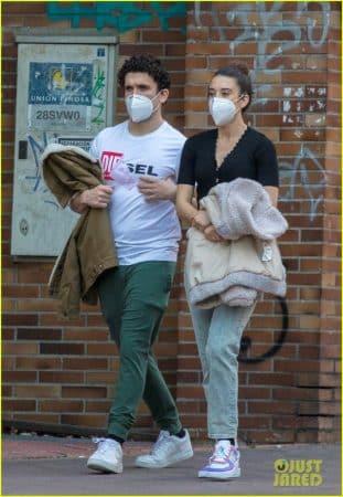 Maria Pedraza et son chéri Jaime Lorente sortent masqués à Madrid !