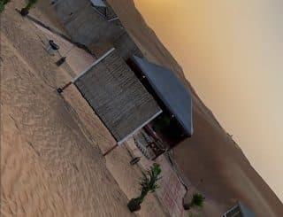Nabilla passe une journée en famille au milieu du désert !