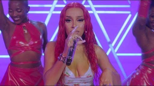 "Nicki Minaj collabore avec Doja Cat pour le remix de ""Say so"" !"