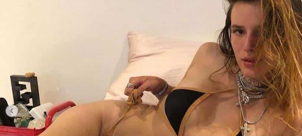 Bella Thorne s'affiche avec un make up multicolore très perturbant 1000