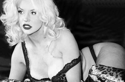 """Brian Austin Green: l'ex de Megan Fox sort avec une mystérieuse """"pin-up"""" !"""
