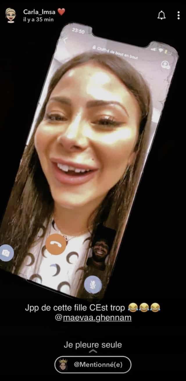 Carla Moreau se moque de Maeva Ghennam à cause de sa dent !