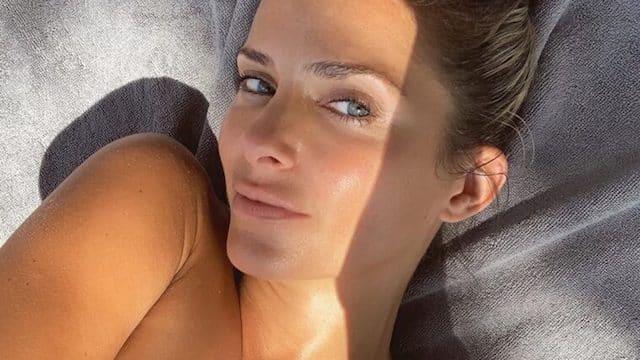 Clara Morgane dévoile un téton et embrase Instagram !