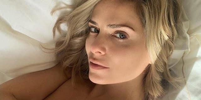 Clara Morgane pose en chemise ultra-transparente et sexy !