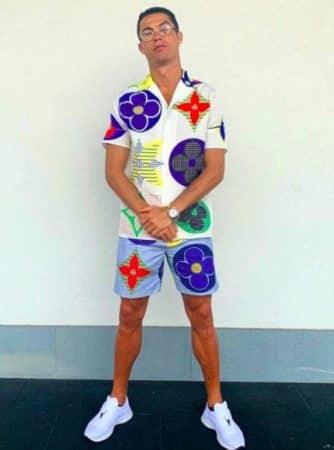 Cristiano Ronaldo fait le buzz avec un drôle de style vestimentaire !