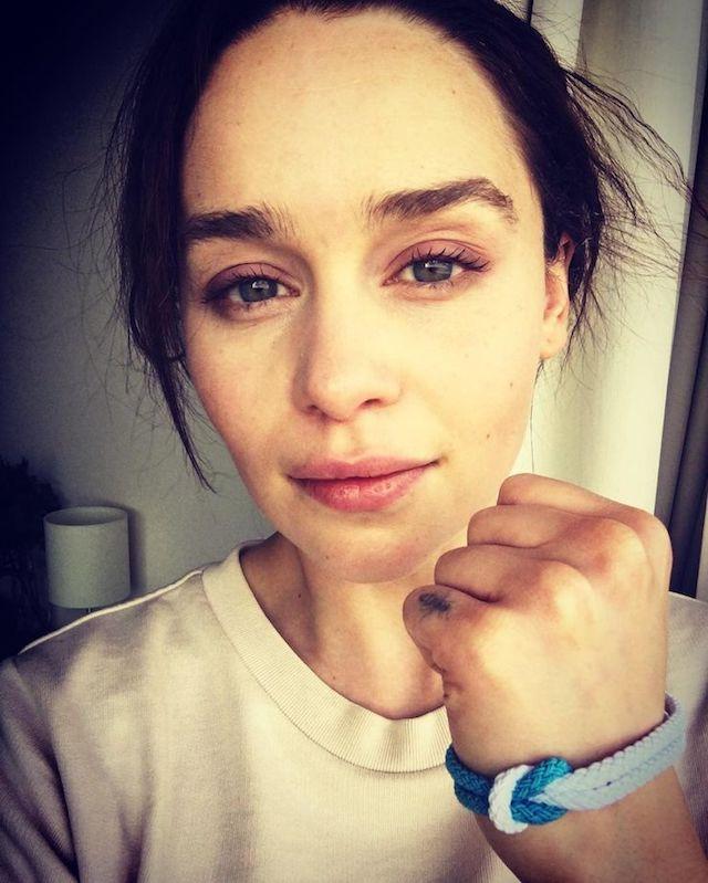 Emilia Clarke toujours aussi sexy sans makeup !