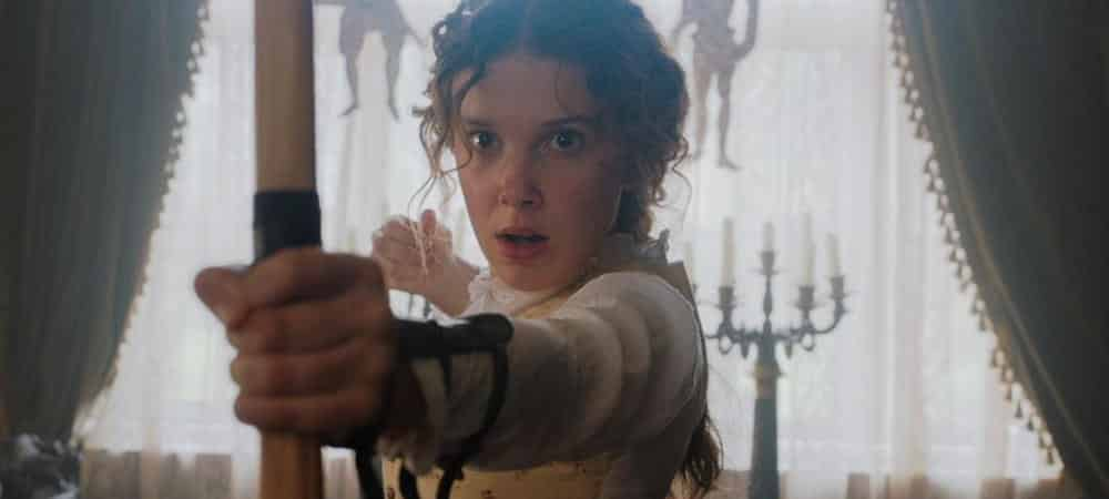 Enola Holmes (Millie Bobby Brown) attaqué par les héritiers de Conan Doyle