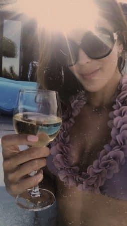 Iris Mittenaere: sa vidéo ultra glamour en bikini sexy et paréo transparent !