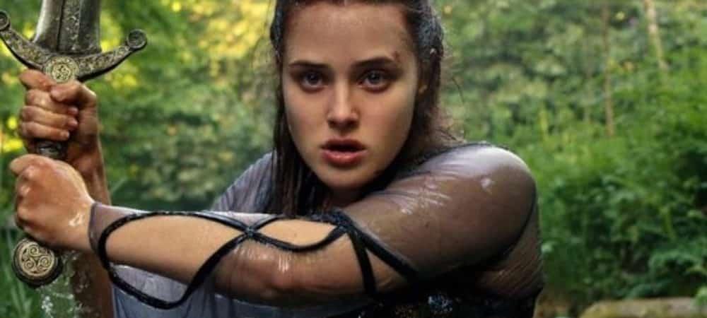 Katherine Langford (13 Reasons Why) dans le trailer épique de Cursed !