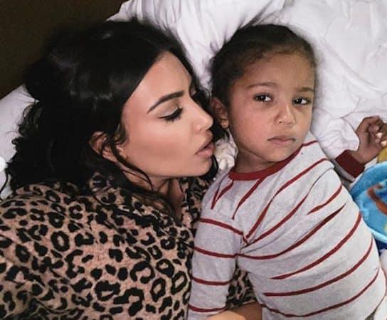 Kim Kardashian heureuse de retrouver ses proches pour un anniversaire !