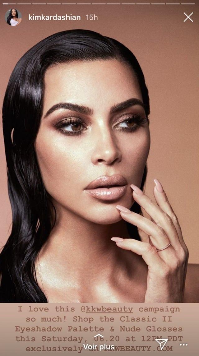 Kim Kardashian sublime avec son make up nude et glossy !