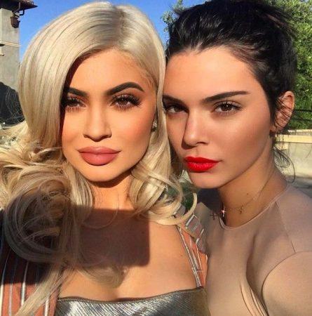Kylie et Kendall Jenner: les soeurs teasent leur collaboration make up !