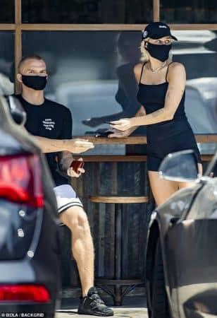 Miley Cyrus et Cody Simpson: leur total look noir fait l'unanimité !
