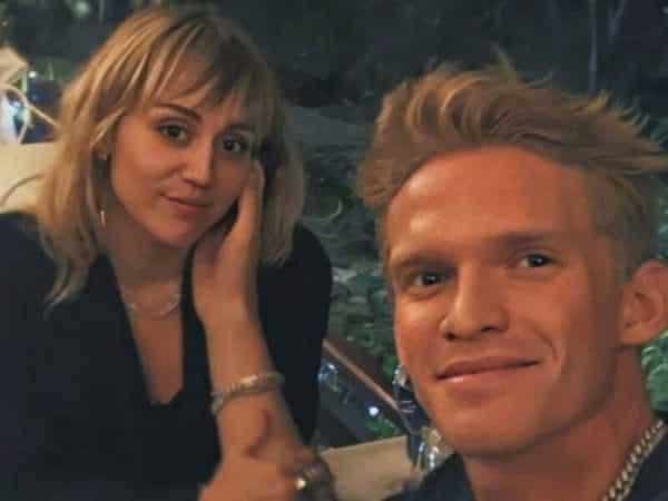 Miley Cyrus- moment de tendresse avec son chéri Cody Simpson 640