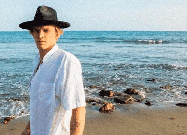Miley Cyrus son chéri Cody Simpson fait du surf comme un pro-21062020-