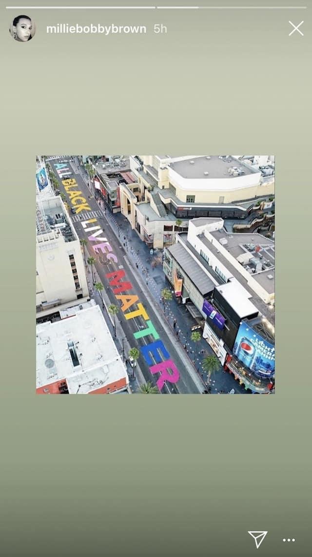 Millie Bobby Brown adore la peinture géante sur Hollywood Street !
