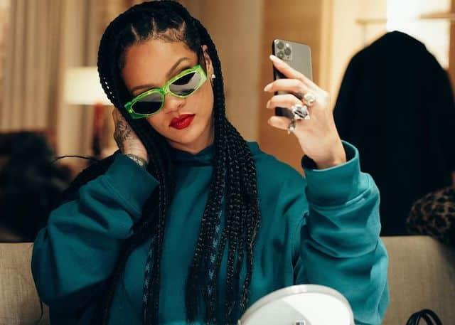 Rihanna a-t-elle finalement délaissé sa carrière musicale et son projet R9 ?