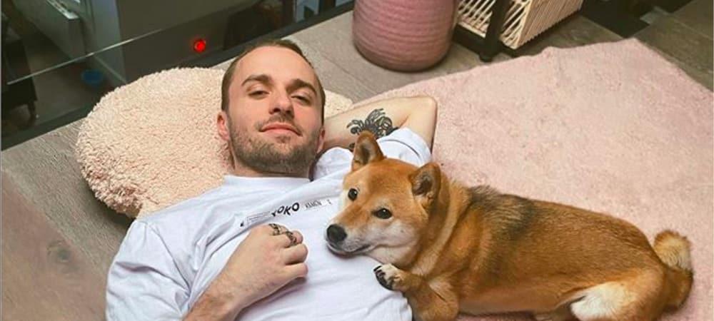 Squeezie boit un café à l'effigie de son chien Natsu 04062020-
