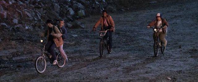 Stranger Things: la série serait liée à un film de Spielberg !