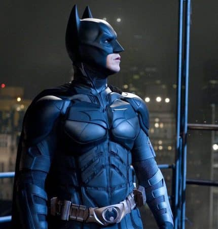 The Batman: le costume de Robert Pattinson comparé à The Dark Knight