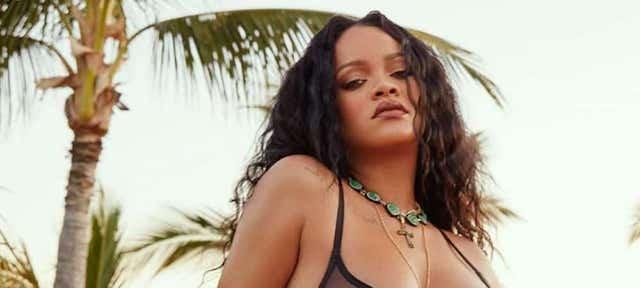 Rihanna sexy dans une vidéo en lingerie rose Savage X Fenty !