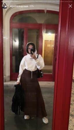 Agathe Auproux dévoile un look original en longue jupe sur Instagram 640
