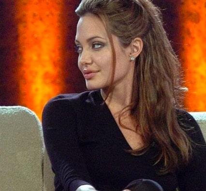 Angelina Jolie: l'ex de Brad Pitt voulait travailler pour les pompes funèbres !