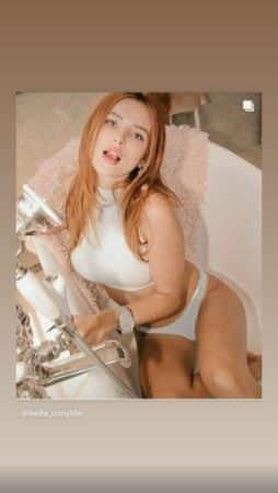 Bella Thorne ose tout et prend la pose en sous-vêtements dans sa baignoire !