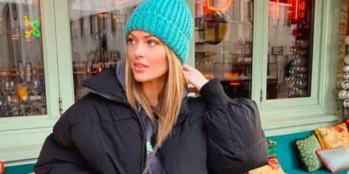 Caroline Receveur s'affiche en mode Cowgirl avec un chapeau sur la tête 24082020-