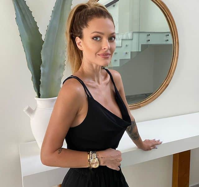 Caroline Receveur sexy en haut de bikini sur Instagram !