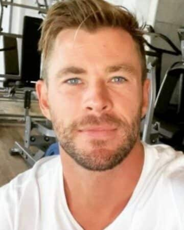 Chris Hemsworth au milieu des requins pour le National Geographic !