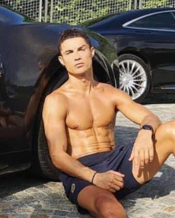 Cristiano Ronaldo dévoile son corps de rêve en maillot de bain !