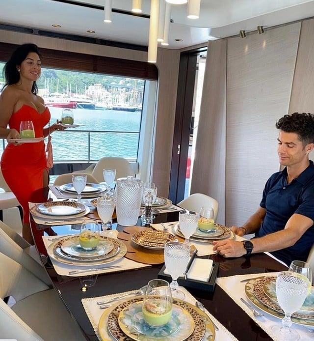 Cristiano Ronaldo et Georgina profitent de leurs vacances au paradis !