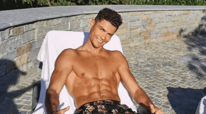 Cristiano Ronaldo fait de la plongée en apnée pendant ses vacances 18082020-