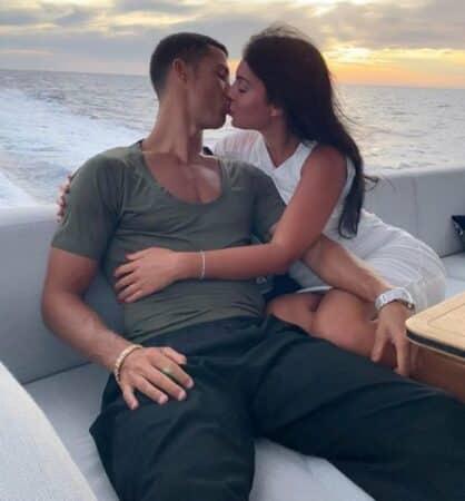 Cristiano Ronaldo: sa chérie Georgina sensuelle avec une rose à la main !