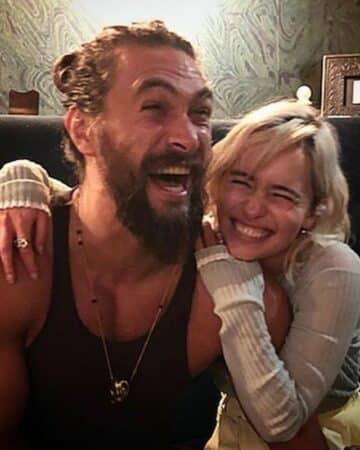 Emilia Clarke impressionnée par le physique de Jason Momoa !