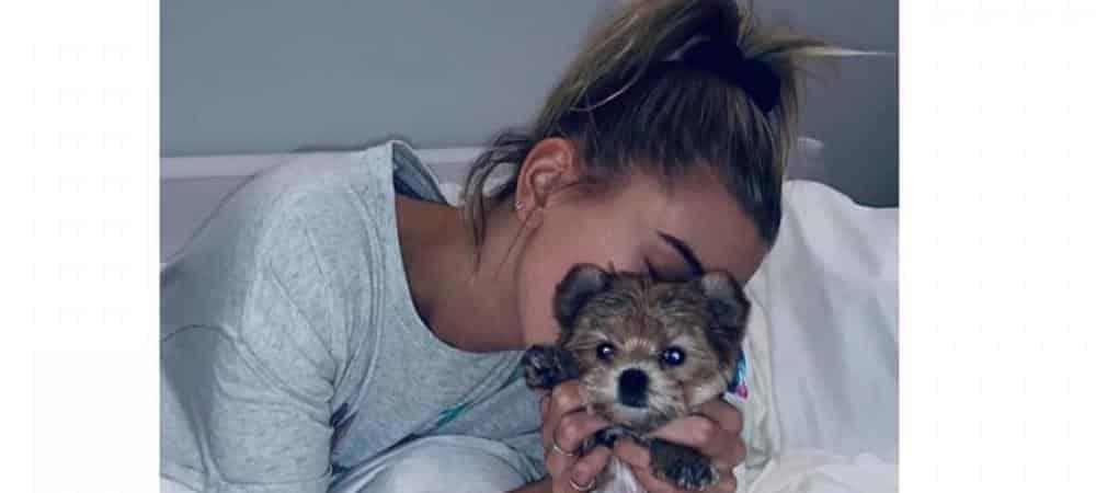 Hailey Baldwin son petit chien la fait totalement craquer !