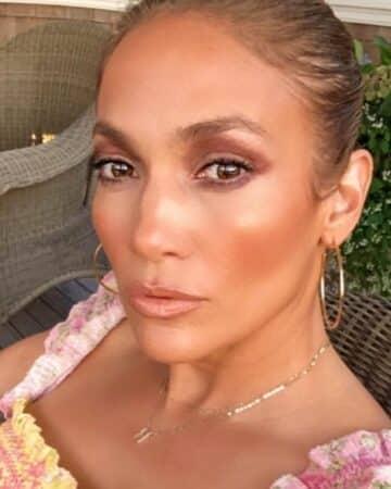 Jennifer Lopez prête à faire de l'ombre à Rihanna avec sa marque de cosmétiques ?