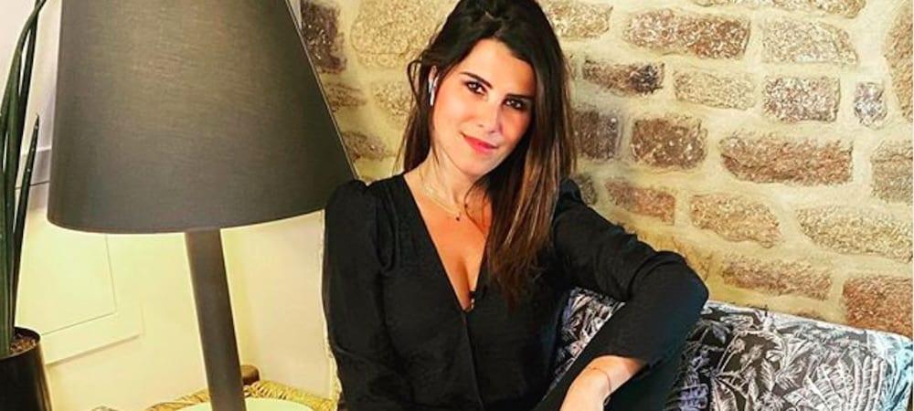 Karine Ferri s'affiche bronzée en décolleté blanc sur Instagram 22082020-