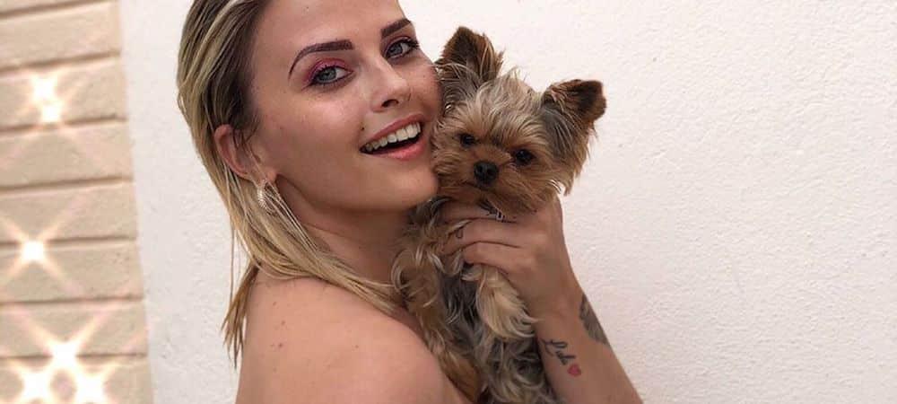 Kelly Vedovelli dévoile un tatouage sur les fesses !