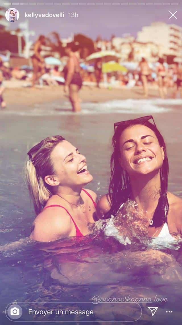 Kelly Vedovelli (TPMP) profite de vacances entre amies !