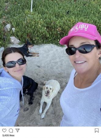 Kendall Jenner tout sourire à la plage avec Caitlyn !