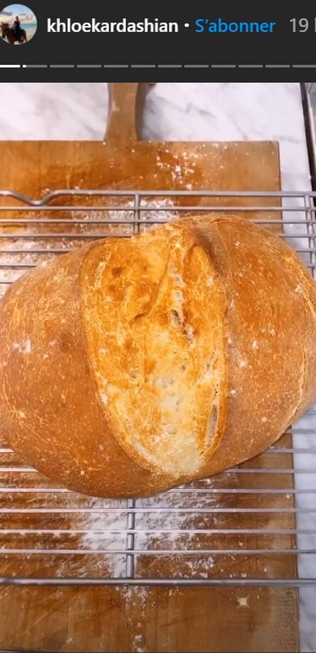 Khloé Kardashian s'améliore et réussit enfin à faire du pain !