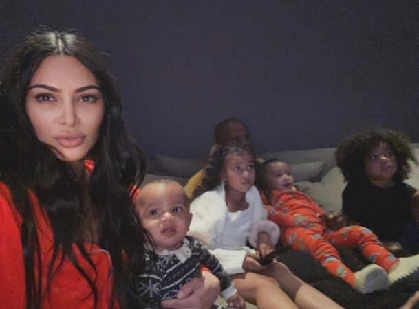Kim Kardashian fait craquer ses fans avec une photo d'elle enfant 640