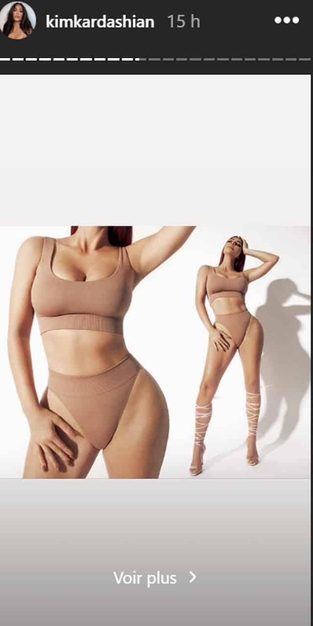 Kim Kardashian s'affiche dans un haut orange et fait sensation !