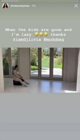 Kim Kardashian s'éclate avec une valise qui roule sur Instagram 640