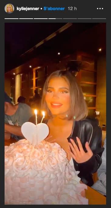 Kylie Jenner fête son anniversaire en avance entourée de ses amis !