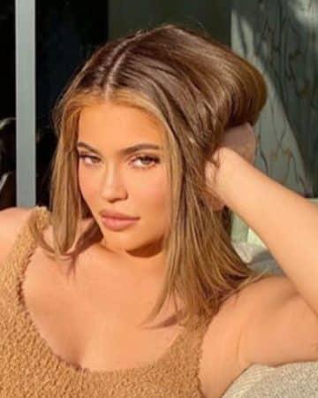 Kylie Jenner garde une énorme statue de Kris Jenner chez elle !