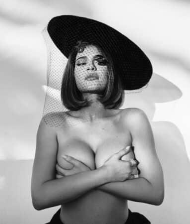 Kylie Jenner s'affiche topless et choque ses abonnés !