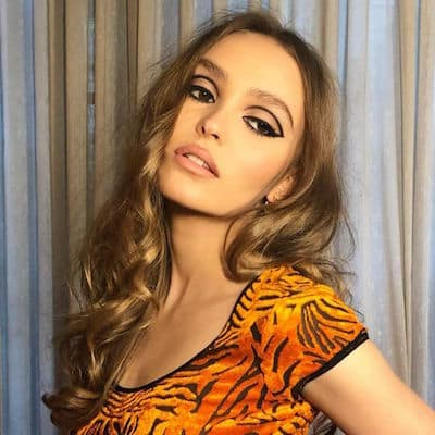 Lily-Rose Depp: cette robe en dentelle noire lui va à merveille !